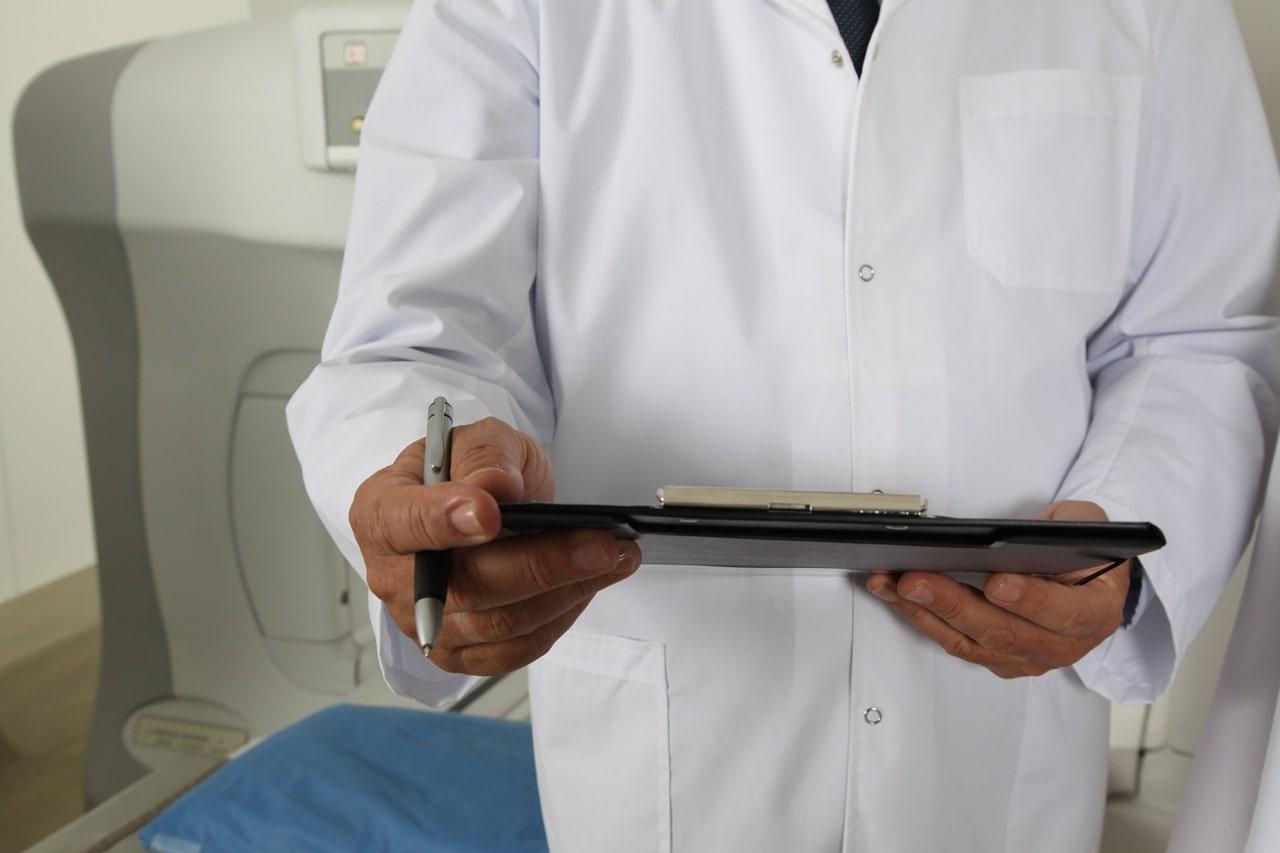 lekarz medycyny pracy podbije książeczkę sanpeidu