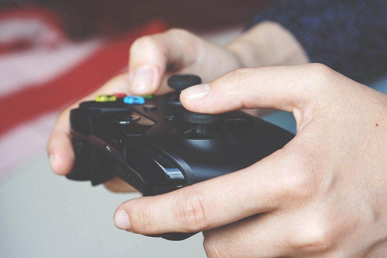 granie w gry komputerowe
