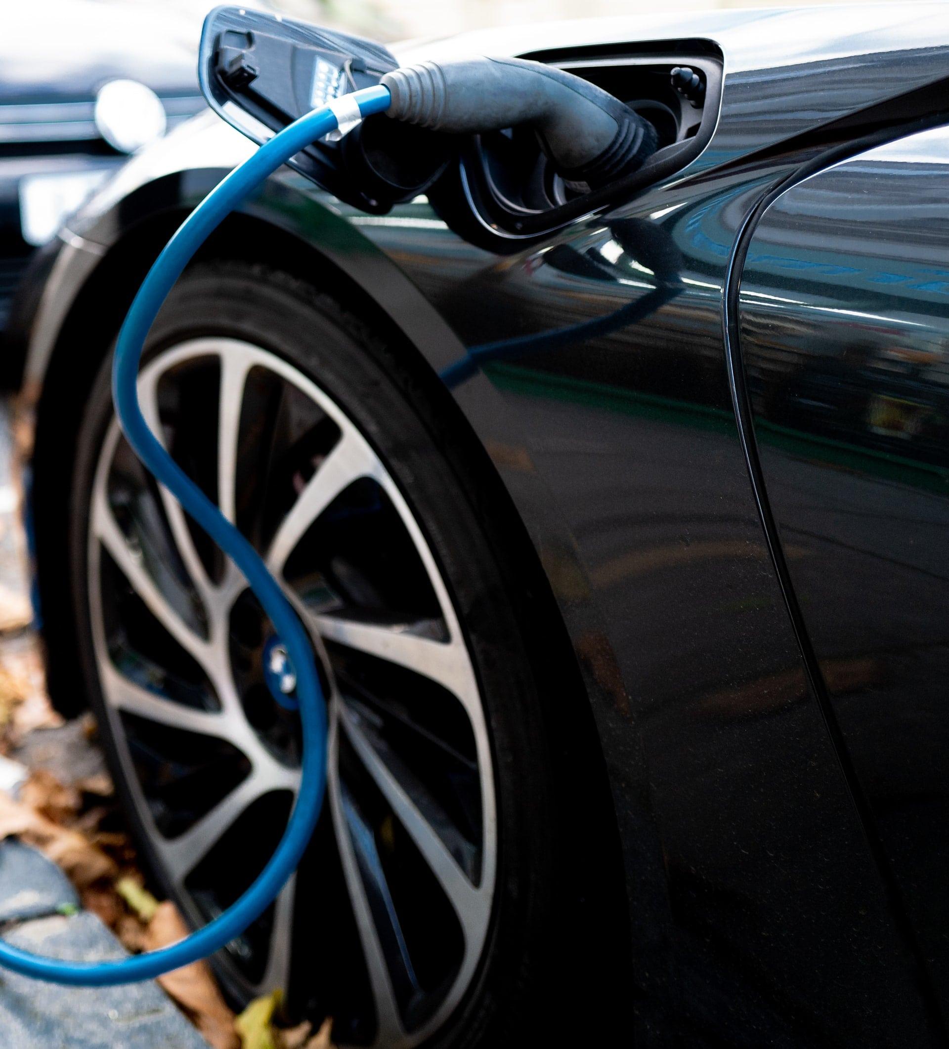 coraz więcej stacji ładowania samochodów elektrycznych